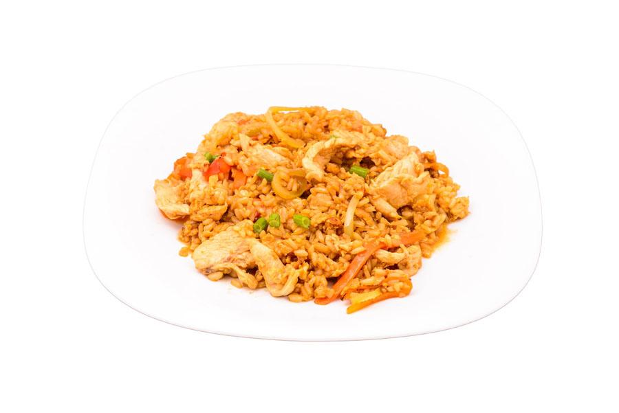 Preparate din pui Orez chinezesc cu pui si legume